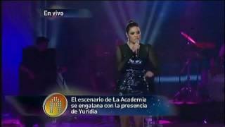Yuridia canta un popurri en el concierto # 17  (11-12-2011 )
