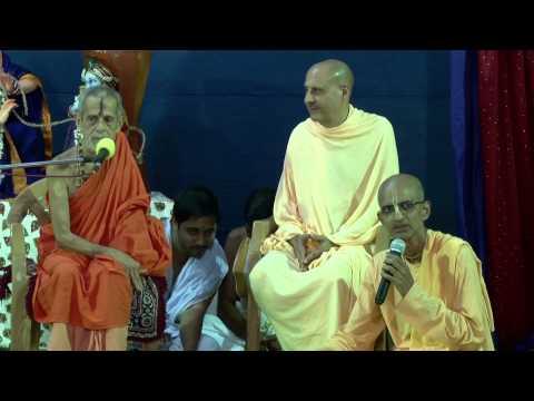 Offerings to Srila Prabhupada by Sri Sri Vishveshwara Tirth Swami