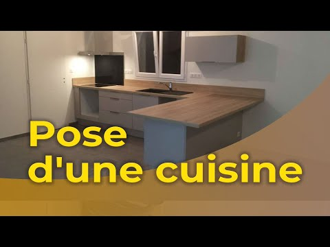 Bricolage maison pose d 39 une cuisine int gr e youtube for Cuisine integree