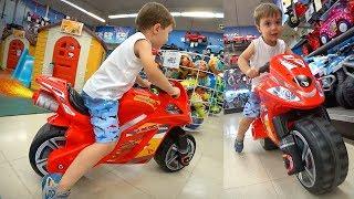 MOTO DE BRINQUEDO NA LOJA TOYS R US!! PJ Masks, Lego, Hand Spinners e Restaurante Chinês thumbnail