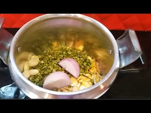 oum-soraya-makes-bissara,-a-delicious-hot-moroccan-soup-for-winter-البصارة