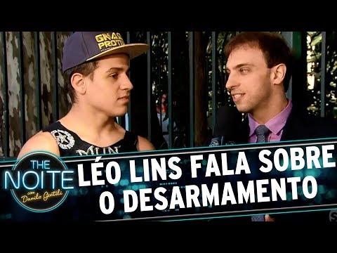 Léo Lins debate o tema do desarmamento   The Noite (15/09/17)