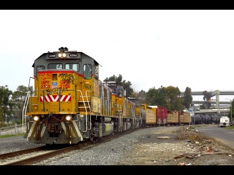Union Pacific Torrance Switcher & Wig Wag Railroad Crossing - 4K