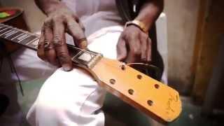 Brushy One String - Stringing & Tuning
