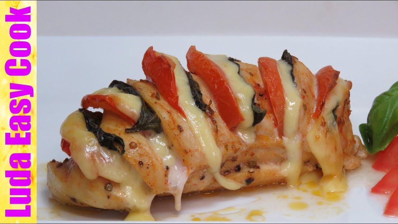 Куриные отбивные с помидорами и сыром, запеченные