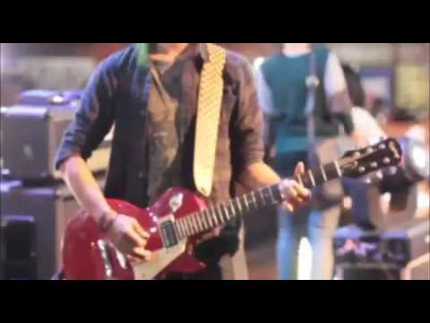NAIF   TELEVISI perform at unpad bandung 2014