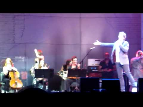 Josh Groban & John Jacobson (Double Dream Hands Guy) Dance & Band Introduction - Columbus, OH