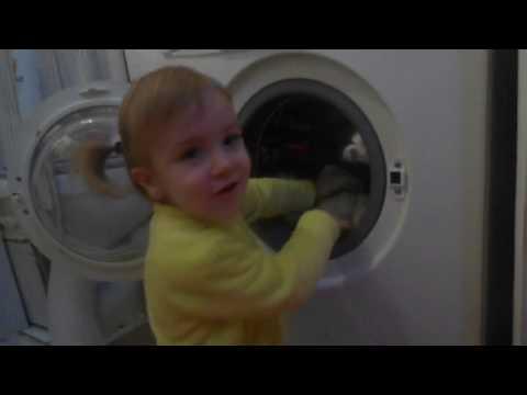 Сама включила стиральную машину и постирала игрушки. Как постирать мягкие игрушки!
