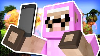 TAKING SELFIES DURING BATTLE!! | Minecraft Skywars