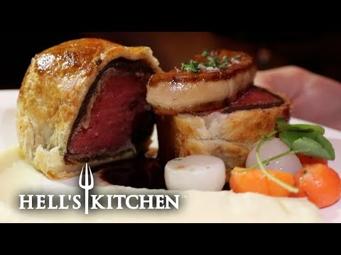 We try Gordon Ramsey's FAMOUS Beef Wellington at Hell's Kitchen