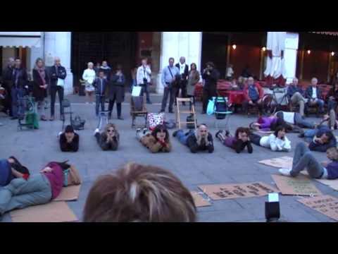 La Notte dei Senza Dimora 2013 - Treviso - Il Flash Mob - Piazza dei Signori