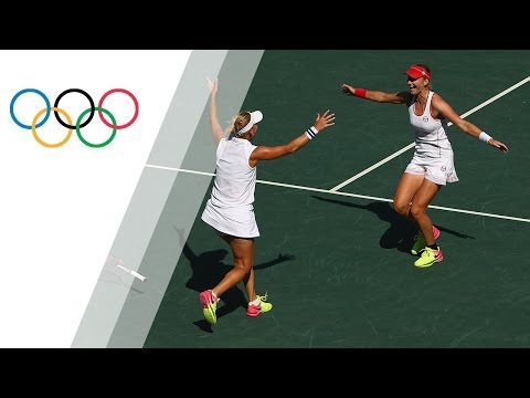 Russia's Makarova and Vesnina win gold in women's tennis dou