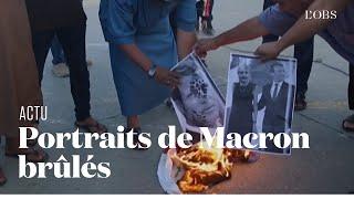 Des portraits d'Emmanuel Macron et le drapeau français brûlés par des manifestants libyens