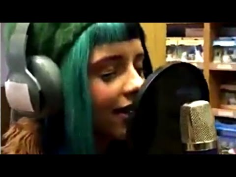 Melanie Martinez - Sippy Cup & Mrs. Potato Head (Live + Lyrics)