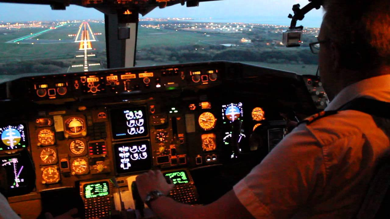 Boeing 767 300 Cockpit Landing In Rome Fiumicino Fco Youtube