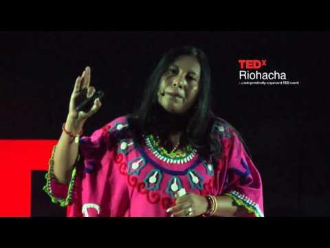 La Magia de La Guajira contada en artesanías Wayúu | María Cristina Gómez | TEDxRiohacha