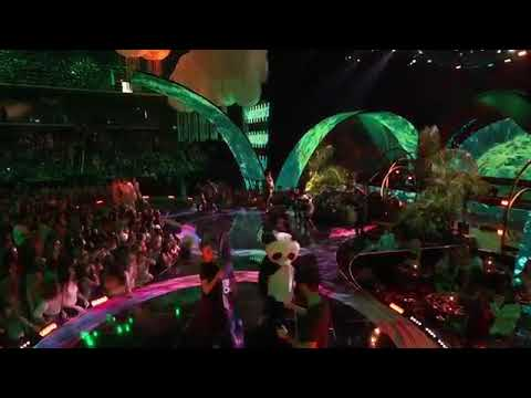 French Montana Performs ' Unforgettable - Live at Teen Choice awards
