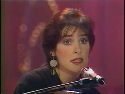 Enya - Orinoco Flow (sung live in France, 1989)