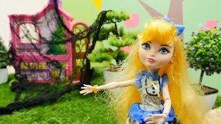 Spielspaß mit Puppen. Das Haus im Wald. Spielzeugvideo für Kinder