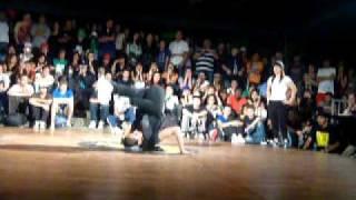 Bgirl Yeral vs Bgirl Luisa (Bgirl Battle) Medellin Hip4 2011