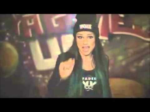 La fille la plus rapide du monde dans le rap OMG! Elle est encore plus rapide qu'eminem!!!