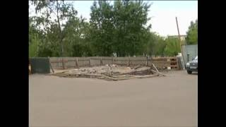 видео Строительный забор зеленый из дерева