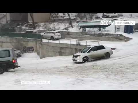 Водитель пострадал в массовом ДТП на улице Тунгусской во Владивостоке