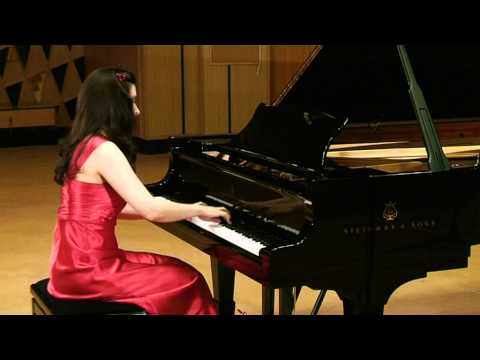 classical pianist FEMALE - ie0210v001