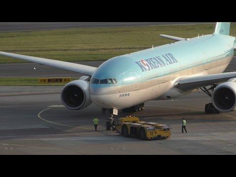 Korean Air 777-200ER Evening Departure @ VIE + Korean Air Cargo 777F Take Off
