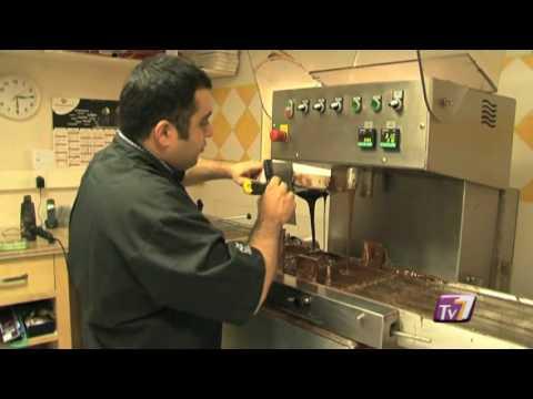 Un artisan chocolatier et sa poule (Lagny-sur-Marne)