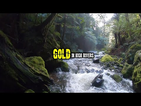 Prospecting For GOLD Underwater In High Rivers