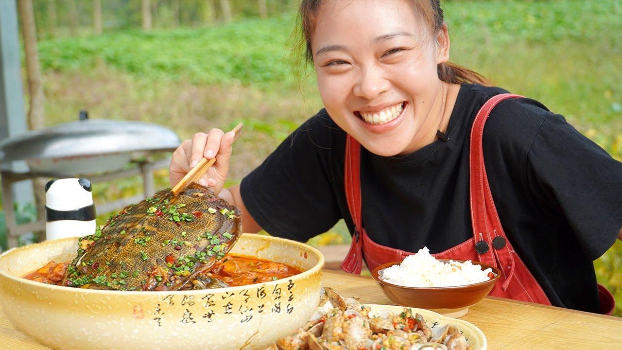 秋妹今天吃豪華大餐,紅燒肉燉甲魚+炒花甲,配著米飯大口吃,安逸! 【顏美食】