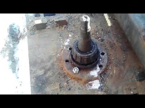 видео: Мини экскаватор с поворотом стрелы на 360 градусов  Начало сборки