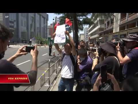 Biểu tình thân Trung Quốc trước lãnh sự Mỹ tại Thành Đô (VOA)