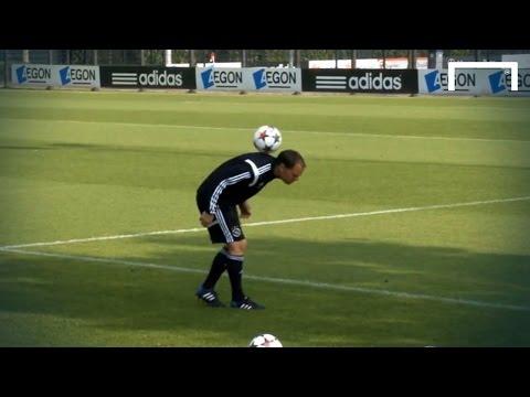 Frank De Boer shows off some skills