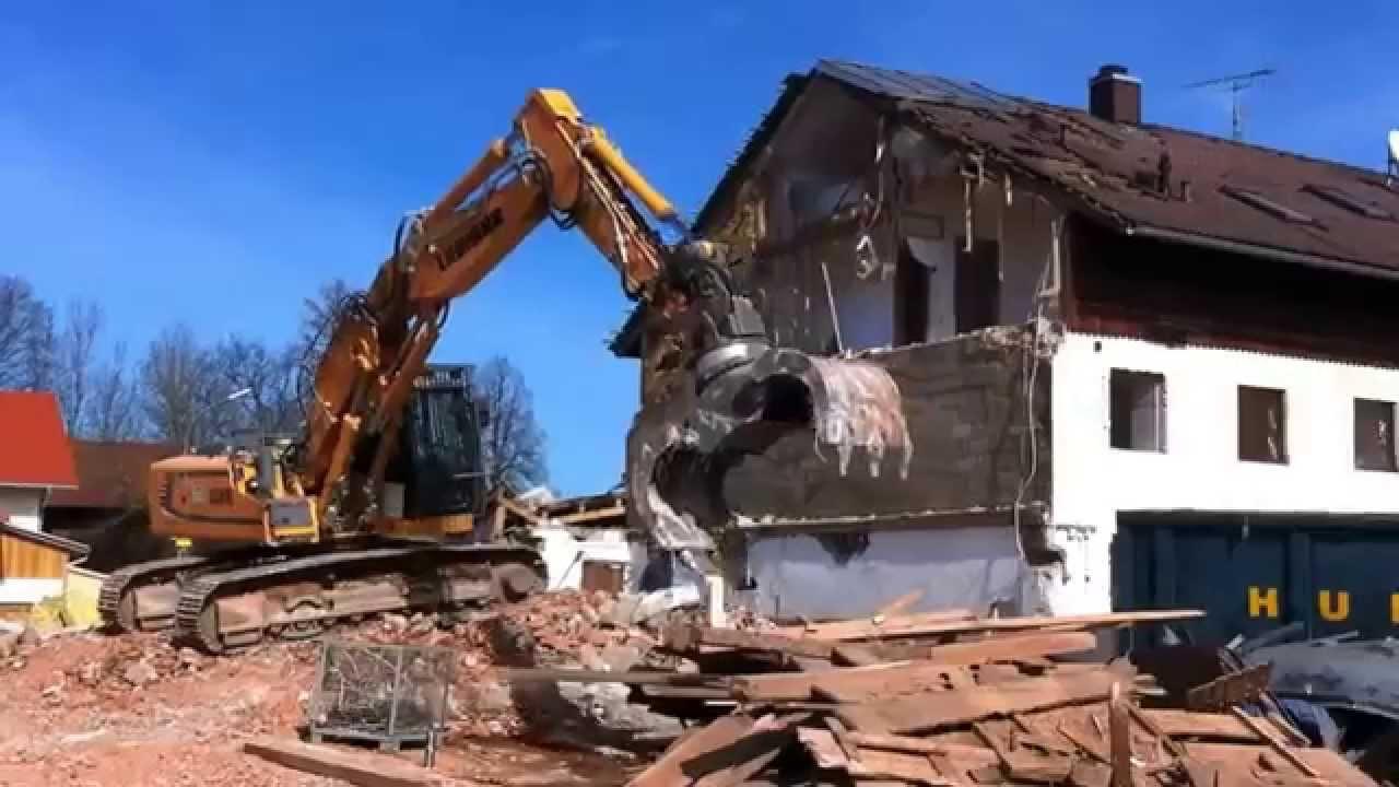 heavy excavator liebherr 926 abriss alter bauernhof in. Black Bedroom Furniture Sets. Home Design Ideas