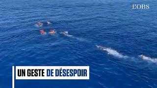 Des migrants se jettent à la mer depuis l'Open Arms
