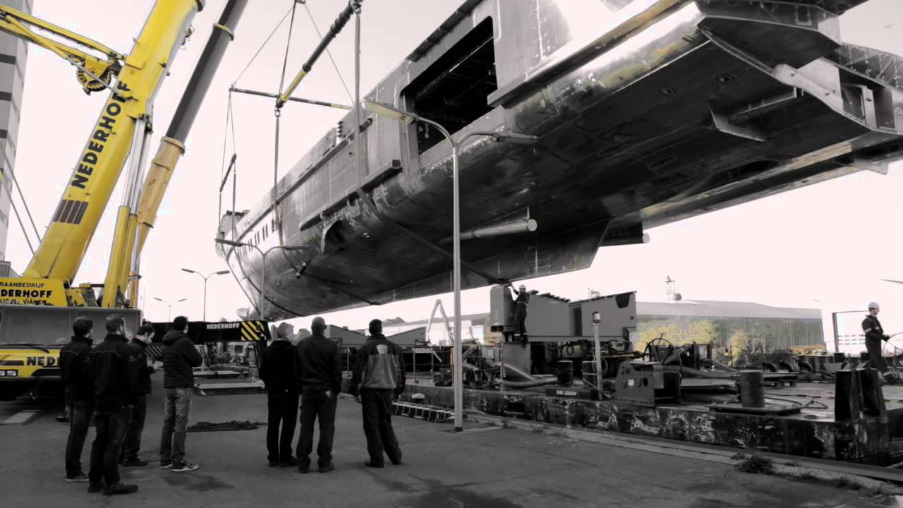 Heesen 70m Project Kometa - joining hull and superstructure