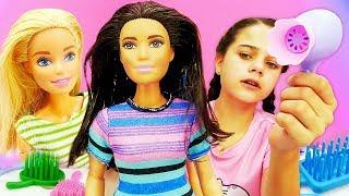 Видео для девочек про куклы Сказочный Патруль и Барби. Салон красоты. Наряжаем Терезу! Игры одевалки