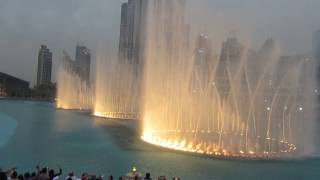 Amazing Dubai Fountain Show at the Burj Khalifa - Eidha Al-Menhali - Twalht Ana Lsotak