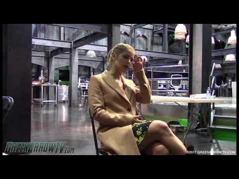 Emily Bett Rickards On Felicity Smoak's Courage | Arrow Season 6 On Set
