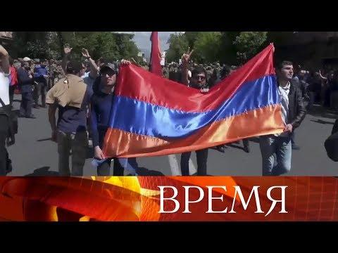 Серж Саргсян ушел в отставку с поста премьер-министра Армении.