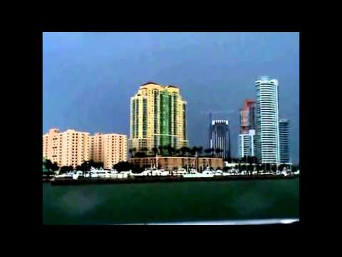 MIAMI SIGHTSEEING BOAT TOUR - MIAMI SKYLINE- MIAMI, FLORIDA