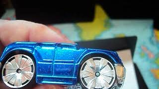 2004 Hot Wheels  Freaks starring The Blings Cadillac Escalade