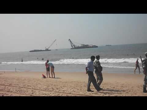 Полиция на берегу Аравийского моря.