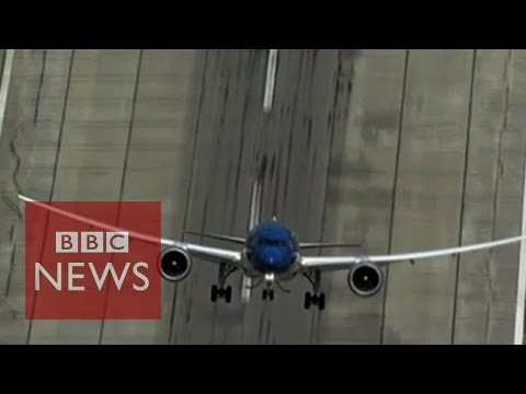 Boeing 787: Near-vertical take-off - BBC News