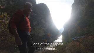 LOST HORIZON - Hike to the bottom of the Tiger Leaping Gorge