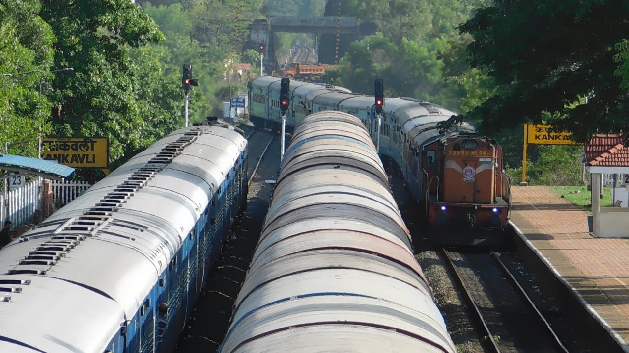 12052 Jan Shatabdi Express Crossing 10103 Mandovi Express at Kankavali :  Konkan Railways