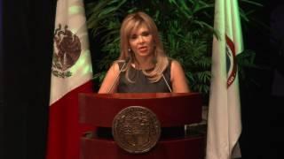 Gobernadora atestigua toma de protesta de nuevo rector de Unison