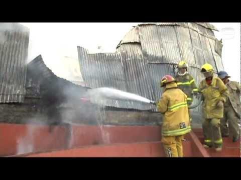Incendio consume iglesia San Esteban en San Salvador